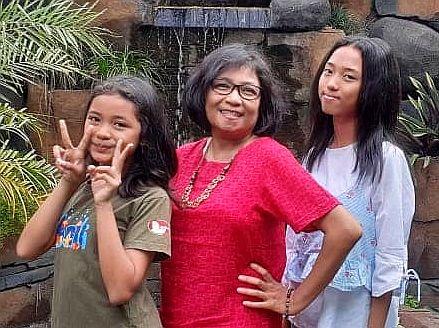 Ary met nichtjes Happy en Priska, augustus 2019